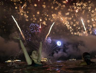 Kemeriahan Pesta Tahun Baru di Pantai Copacabana Brasil