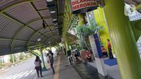 Suasana area pintu masuk ruang tunggu keberangkatan Stasiun Gambir, Jakarta, Jumat (27/3/2020). PT Kereta Api Indonesia (Persero) membatalkan sejumlah jadwal perjalanan menyusul meluasnya penyebaran virus corona, pembatalan itu dilakukan mulai 26 Maret 2020. (Liputan6.com/Helmi Fithriansyah)
