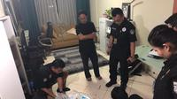 Suasana ketika Satgas antimafia bola melakukan penggeledahan di kediaman Plt Ketum PSSI, Joko Driyono, di Apartemen Taman Rasuna, Jakarta, Kamis (14/2/2019) malam WIB. (Dok. Istimewa)