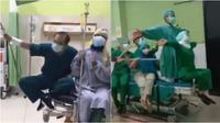 Tenaga medis corona main TikTok untuk hilangkan penat. (Sumber: Twitter/belatrix)