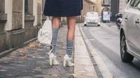 Kaus kaki dengan high heels (iStockphoto)