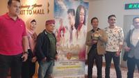 Para Kru, sutradara dan produser film Jejak Cinta saat nonton bareng