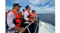 Menteri Perhubungan Budi Karya Sumadi ikut rapat di atas kapal bersama Presiden Joko Widodo atau Jokowi. (Instagram @budikaryas)