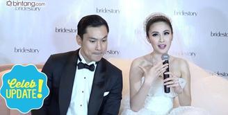 Ternyata Daniel Mananta yang memperkenalkan Sandra Dewi dan Harvey Moeis. Seperti apa sih awal perkenalan Sandra Dewi dengan suaminya?