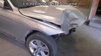 BMW Seri 3 ringsek usai mengalami kecelakaan frontal baik dari depan hingga belakang. (dok: Arthur Tussik)