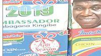 """Setumpuk kardus Indomie beredar di pasaran dengan wajah Baba Gana Kingibe dan bertuliskan """"Ambassador Babagana Kingibe for President 2019"""". (Independent Nigeria)"""