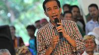 Jokowi menjelaskan, tugas para relawan tersebut membantu menjalankan fungsi kontrol pelayanan masyarakat di daerah masing-masing.