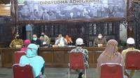 Audensi bansos Covid-19 di Banjarnegara. (Foto: Liputan6.com/tangkapan layar video)