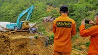 Basarnas mencari penambang emas terjebak di dalam lubang galian, Lebak, Banten. (dokumentasi Basarnas Banten)