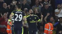 Pemain Arsenal, Olivier Giroud merayakan golnya saat melawan Southampton pada laga Premier League di St Mary's stadium, Southampton, (10/5/2017). Arsenal menang 2-0. (AP/Alastair Grant)