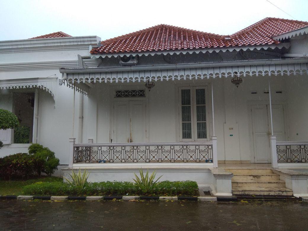 Sisi samping istana, sebuah tempat dimana sering terdengar pikuk orang memandikan jenasah. (foto:Liputan6.com/edhie prayitno ige)