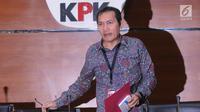 Wakil Ketua KPK Saut Situmorang saat akan menerangkan perkembangan kasus Bupati Malang Rendra Kresna di Gedung KPK, Jakarta, Kamis (11/10). KPK menetapkan Rendra sebagai tersangka dugaan suap dan penerimaan gratifikasi. (Merdeka.com/Dwi Narwoko)