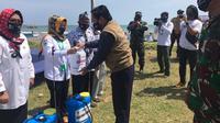 EMTEK Peduli Corona Melalui Yayasan Pundi Amal Peduli Kasih (YPP) Memberikan Bantuan Paket Sembako Untuk Warga Sumur, Pandeglang, Banten, Rabu (22/7/2020)