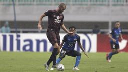 Statistik Pluim selama di PSM Makassar membuktikan betapa pentingnya sosok gelandang berusia 31 ini. (Bola.com/Yoppy Renato)