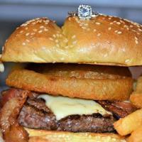 Seharga 41 Juta Rupiah, Tertarik Membeli Burger Ini? (source: Z103.5)