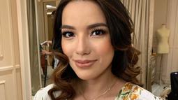 Selain multitalenta, Sheila Marcia juga punya paras cantik. Sudah punya empat anak, wanita 31 tahun ini tampak awet muda. Apalagi ketika mengenakan makeup tebal, Sheila terlihat makin memesona. (Liputan6.com/IG/@itssheilamj)