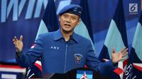 Komandan Satuan Tugas Bersama (Kogasma) Agus Harimurti Yudhoyono memberikan pidato usai pengukuhan oleh Ketua Umum Partai Demokrat Susilo Bambang Yudhoyono untuk Pemilukada 2018 dan Pilpres 2019. Sabtu (17/2). (Liputan6.com/Johan Tallo)