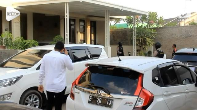 Tim Komisi Pemberantasan Korupsi kembali melakukan penggeledahan terkait operasi tangkap tangan Bupati Cirebon.