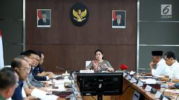 Suasana rapat tingkat menteri di Kantor Kemenko PMK, Jakarta, Kamis (17/5). Rapat tersebut membahas  keamanan jelang Asian Games 2018. (Liputan6.com/Johan Tallo)