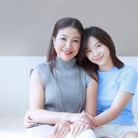 Cinta seorang ibu bisa memberi ketenangan./Copyright shutterstock.com/g/janonkas