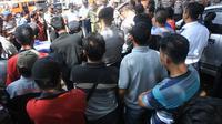 Awak angkot berunjuk rasa menolak beroperasinya BRT Purwokerto-Purbalingga di jalur Alun-alun Purbalingga. (Foto: Liputan6.com/Dinkominfo PBG/Muhamad Ridlo).