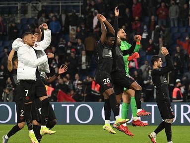 Paris Saint-Germain berhasil meraih poin penuh usai menaklukkan tamunya Angers 2-1 dalam lanjutan Ligue 1 pekan ke-10, Jumat (16/10/2021). Tampil tanpa Lionel Messi dan Neymar usai berlaga di Kualifikasi Piala Dunia 2022, PSG sempat tertinggal di babak pertama. (AFP/Anne-Christine Poujoulat)