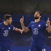 Striker Chelsea Olivier Giroud merayakan gol ke gawang Newcastle United dalam lanjutan Liga Inggris di Stamford Bridge, Selasa (16/2/2021) dini hari WIB. (Paul Childs/Pool via AP)