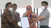 Manajemen PT Indomarco Prismatama selaku pengelola Indomaret, dan pengurus Federasi Serikat Pekerja Metal Indonesia (FSPMI) sepakat berdamai