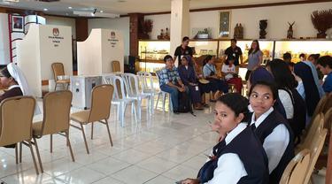 Antrean pemilih di TPS KBRI Manila, Filipina pada hari pemungutan suara, Minggu 14 April 2019 (kredit: KBRI Manila)