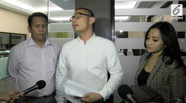 Soerang penata rias diduga melakukan penipuan yang bernilai miliaran Rupiah.