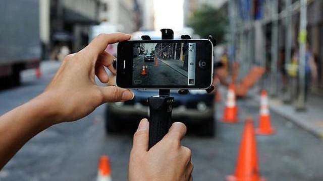 Saat ini smartphone berfitur kamera mumpuni sudah jamak ditemukan di pasaran. Hampir dapat dipastikan produk smartphone andalan dari setiap vendor hadir dengan kualitas kamera lebih dari cukup.