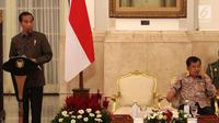 Presiden Joko Widodo atau Jokowi (kiri) didampingi Wakil Presiden Jusuf Kalla memimpin Sidang Kabinet Paripurna di Istana Negara, Jakarta, Senin (9/4). Sidang Kabinet Paripurna membahas dua hal. (Liputan6.com/Angga Yuniar)