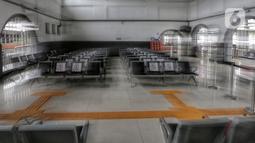 Suasana Stasiun Pasar Senen, Jumat (24/4/2020). Terkait larangan mudik Lebaran 2020, Stasiun Pasar Senen untuk sementara tidak melayani keberangkatan kereta jarak jauh dari tanggal 24 sampai 30 April 2020 mendatang. (Liputan6.com/Johan Tallo)