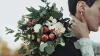 Jangan lakukan kesalahan ini saat memilih bunga untuk pesta pernikahan Anda. (Foto: Bridestory.com)