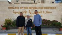 Ki-ka: Atase Tenaga Kerja KBRI Amman, Suseno Hadi, Pekerja Migran Indonesia asal Cianjur (Eel), Dubes RI untuk Kerajaan Yordania merangkap Palestina, Andy Rachmianto.