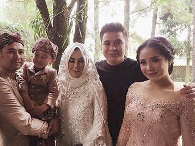 Presenter dan pemeran Billy Syahputra mengaku sedih saat melihat mantan kekasihnya Syahnaz Sadiqah menikah. Adik Raffi Ahmad itu resmi dipersunting Jeje Govinda pada 21 April silam. (instagram)