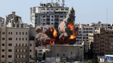 FOTO: Detik-Detik Israel Hancurkan Gedung Media di Gaza