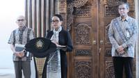 Menteri Luar Negeri Retno Marsudi menyampaikan bahwa pemerintah Indonesia terus mencermati laporan dari WHO mengenai perkembangan penyebaran COVID-19 (Kemlu RI)