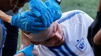 Kepala bek andalan PSIS asal Brasil, Wallace Costa harus dibebat perban usai mengalami bocor pada pelipisnya, dalam laga melawan PSIM Yogyakarta, Minggu (27/6/2021). (Dok PSIS)