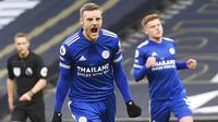 Striker Leicester City, Jamie Vardy, melakukan selebrasi usai mencetak gol ke gawang Tottenham Hotspur pada laga Liga Inggris di London, Minggu (20/12/2020). Leicester menang dengan skor 2-0. (Andy Rain/ Pool via AP)