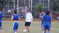 Pelatih Persib Bandung Robert Rene Albert merencanakan menggelar gim internal. (Huyogo Simbolon)