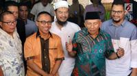 Mantan Ketum PAN, Amien Rais memberikan keterangan pers di kediamannya di Jakarta, Jumat (2/6). Amien Rais mengklarifikasi Dana yang disebut dalam persidangan kasus alat kesehatan mengalir ke dirinya sebesar Rp 600 juta. (Liputan6.com/Johan Tallo)