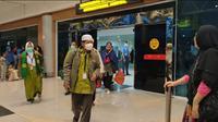 Ratusan jemaah umrah tiba di Bandara Internasional Sultan Mahmud Badaruddin (SMB) II Palembang Sumsel (Liputan6.com / Nefri Inge)