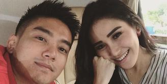 Hubungan Ayu Ting Ting dan Boy William sepertinya semakin akrab usai proyek film Dimsum Martabak. (instagram/ayutingting92)