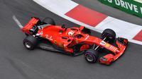 Pembalap Ferrari, Sebastian Vettel, mencatat waktu lap tercepat pada latihan bebas ketiga F1 GP Baku, Sabtu (28/4/2018). (Twitter/F1)