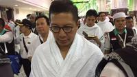 Menag Lukman Hakim Saifuddin selaku Amirul Hajj melaksanakan umrah qudum di Masjidil Haram, Mekah, Selasa (228/2017). (Liputan6.com/Taufiqurrohman)