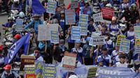 Ribuan buruh melakukan aksi mogok nasional menuntut pemerintahan Jokowi-JK membatalkan kenaikan BBM dan menaikan upah layak untuk buruh. (Liputan6.com/Faizal Fanani)