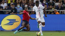 Pada awal babak pertama, Lille berahasil membendung dominasi penguasaan bola PSG. Rapatnya barisan belakang Les Dogues membuat penyerang PSG kesulitan menembus pertahanan mereka. (Foto: AFP/Emmanuel Dunand)