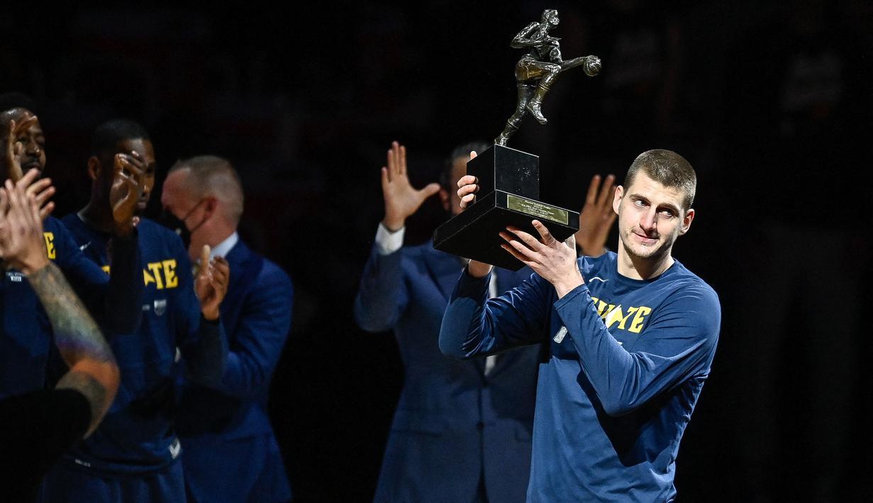 Penghargaan pemain terbaik atau MVP pada NBA musim 2020/2021 jatuh kepada Nikola Jokic, pemain Denver Nuggets. (Foto: Getty Images via AFP/Dustin Bradford)