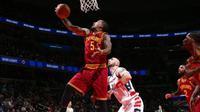 Shooting guard Cleveland Cavaliers, J.R. Smith, harus absen selama tiga bulan setelah menjalani operasi patah jempol tangan kanan di Ohio, Jumat (23/12/2016). (NBA)